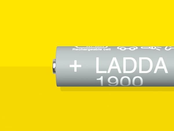 Útmutató, amely információkat tartalmaz a LADDA tölthető elemekről, az elemtöltőkről és a fenntarthatóságról.