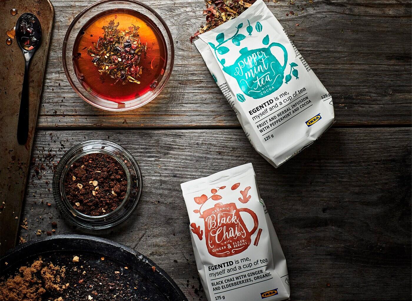 UTZ 인증을 받은 지속가능한 농법으로 재배한 EGENTID 에겐티드 차 시리즈의 커피 두 팩을 보여주는 사진