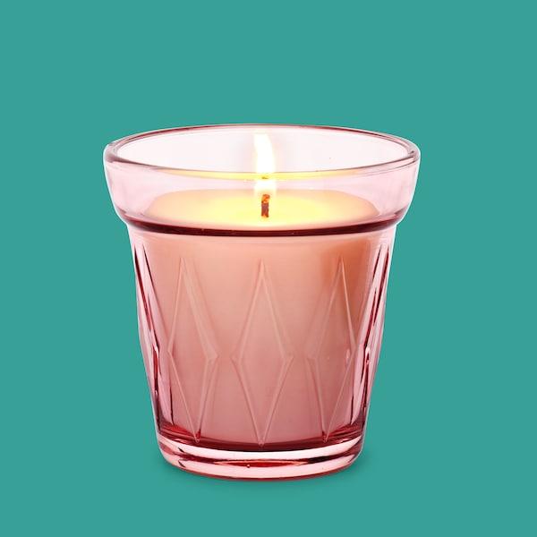 VÄLDOFT, Illatosított gyertya üvegben, vadeper, sötét rózsaszín.
