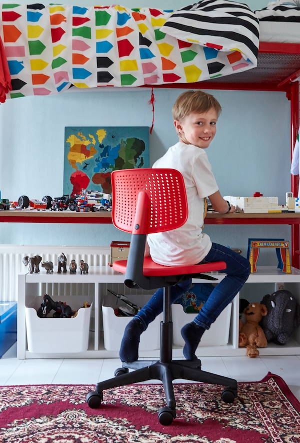 Vælg opbevaringsløsninger, som børnene nemt kan komme til