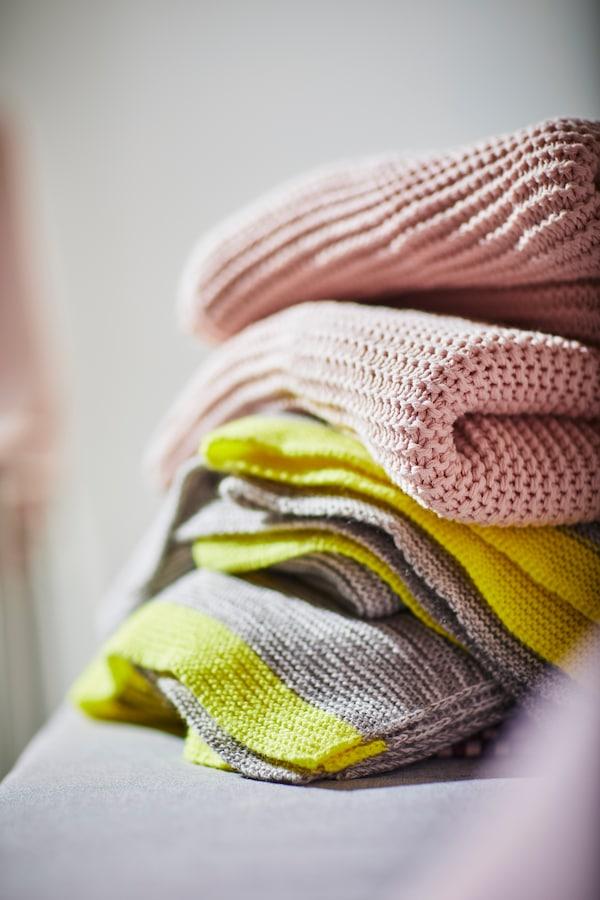 Värikkäät INGABRITTA- ja LISAMARI-huovat tuovat lämmintä ilmettä kotiin edullisesti