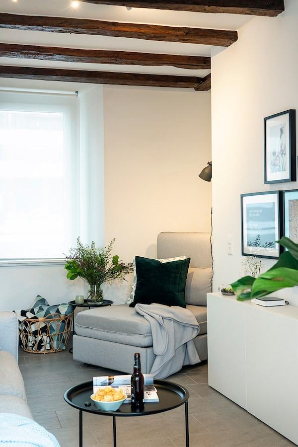 VALLENTUNA Sofa ist platzsparend und optimal für Gäste.