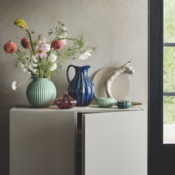 VANLIGEN series with a round green vase, a blue vase/jug, a small red glass vase and green decoration boxes.