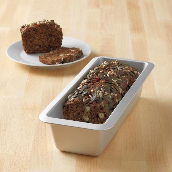 VARDAGEN leipävuoassa on paistettu rapea vuokaleipä, jossa on siemeniä ja marjoja.