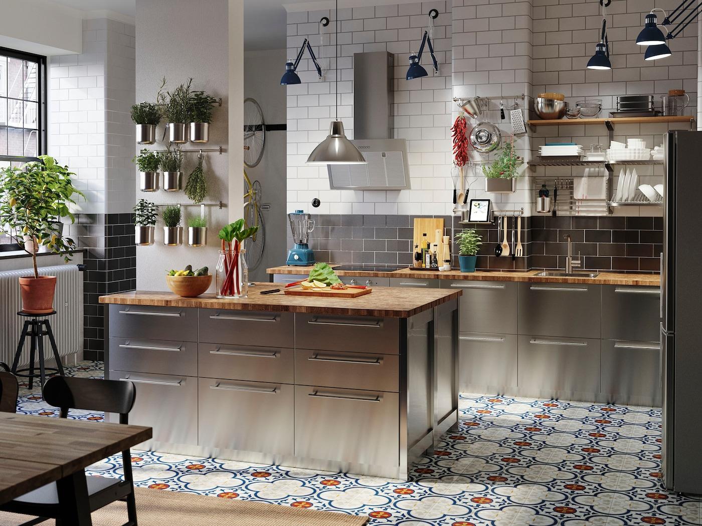 VÅRSTA es una cocina flexible y asequible.
