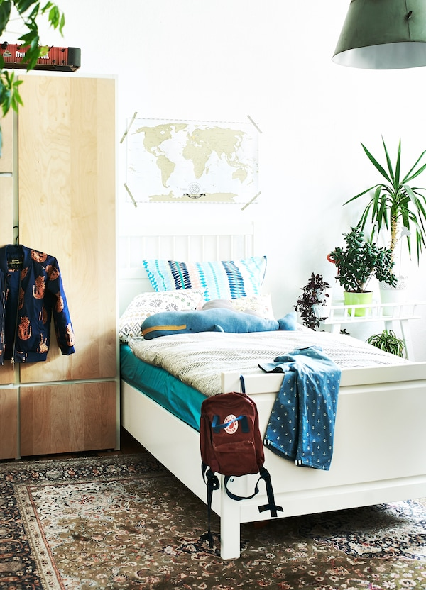 Velg hvite vegger og nøytrale farger på større møbler.