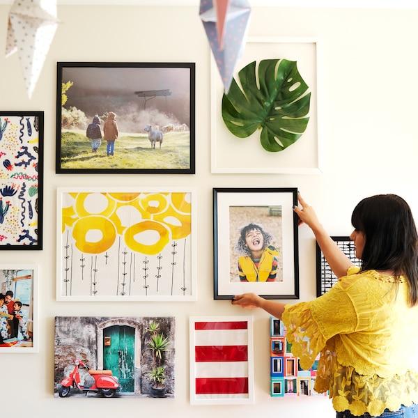 Visite d'intérieur: comment créer facilement une galerie murale.