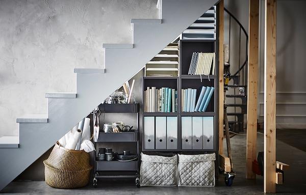 Endlich Sinnvoll Genutzt: Der Platz Unter Der Treppe