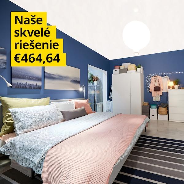 Vysnívaná spálňa za pár eur s ružovým povlečením a bielym spálňovým nábytkom.