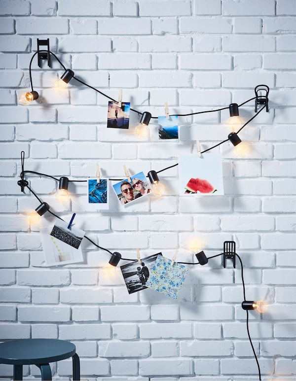 Want some new living room ideas? Create a cosy atmosphere by decorating a lighting chain with your favourite photos! IKEA offers a wide selection of lighting chains, such as SVARTRÅ N LED lighting chain in black that gives a nice decorative light.