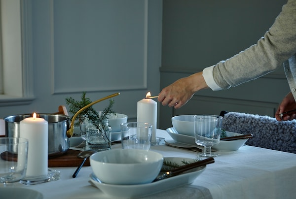 Want to win a few wows with your table setting? Look at final touches. This can be the time to add candles or dim the lights to boost your settings atmosphere.