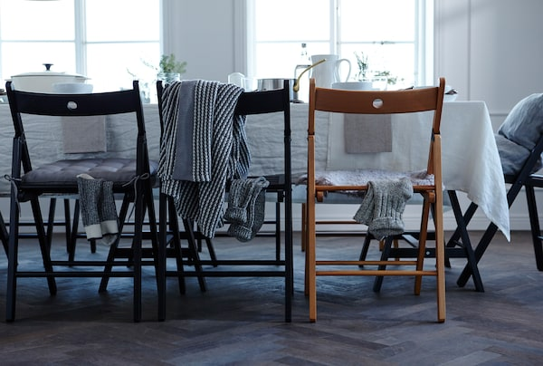 Want to win a few wows with your table setting? Think about under the table too. Stuff like rugs, cushions or textiles on the table legs bring a big boost to your celebrations look.