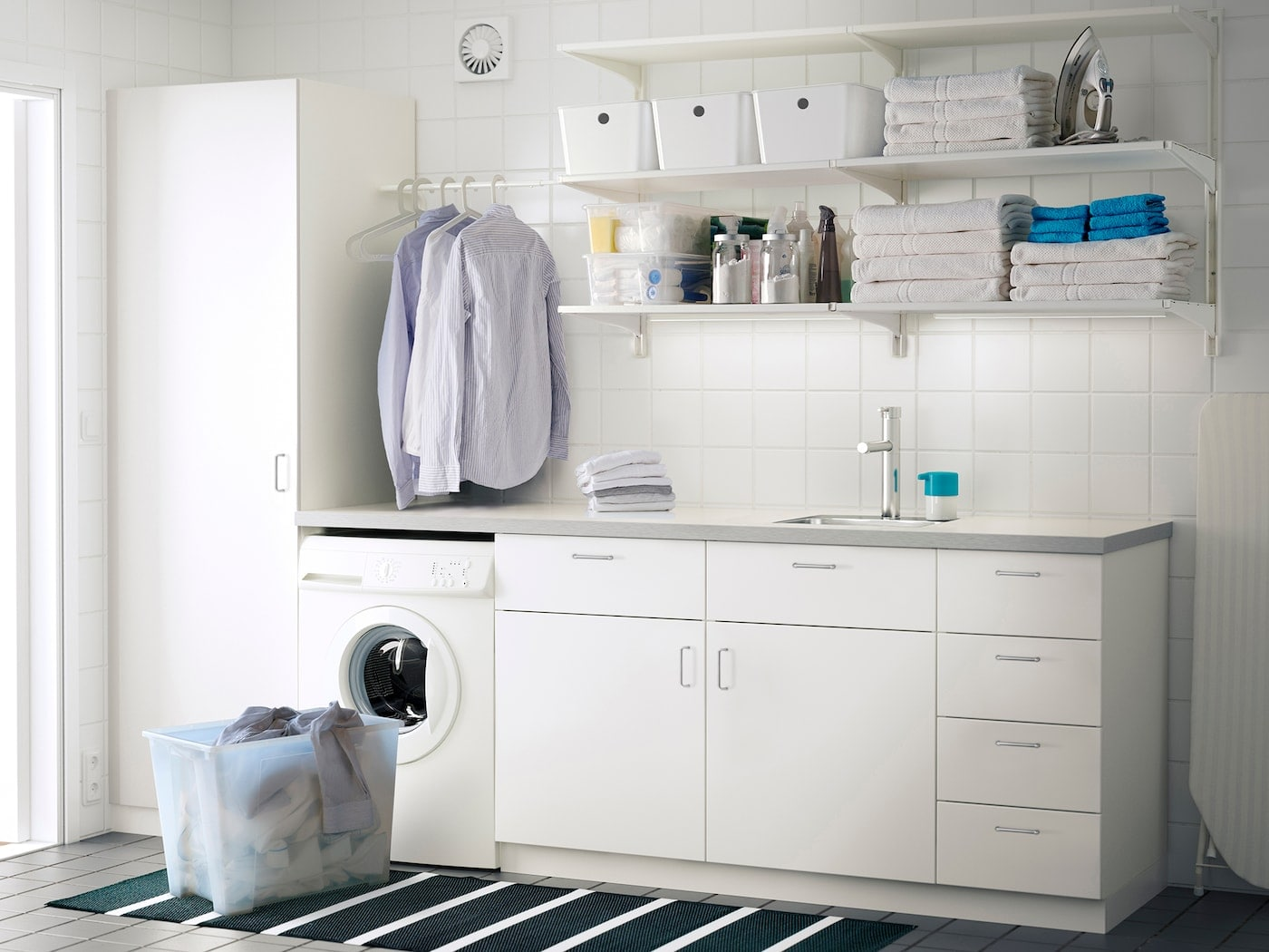 wasruimte IKEA keuken wasmachine wit ALGOT opbergsysteem
