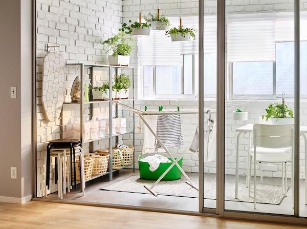 wasruimte IKEA strijkplank droogrek planten