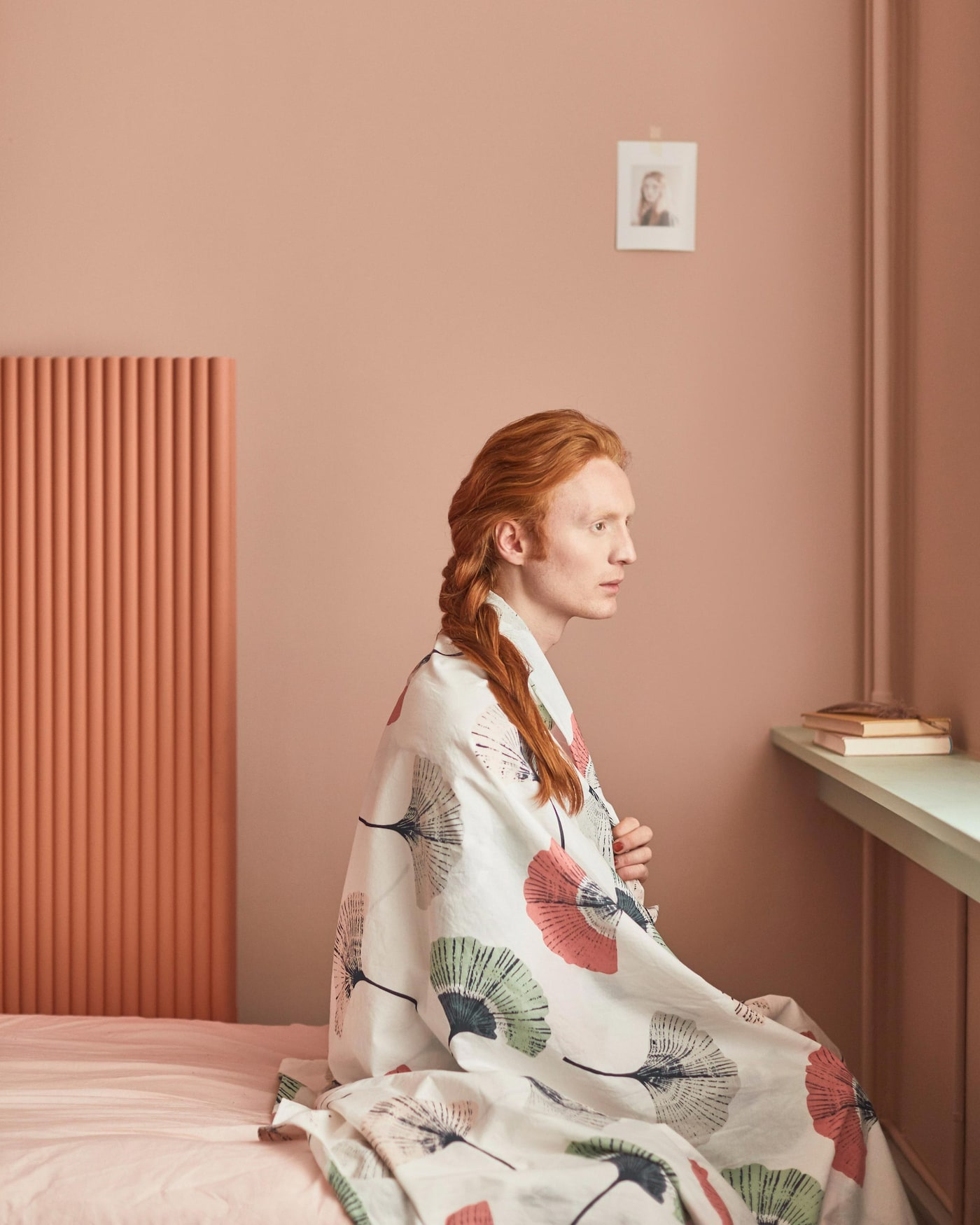 Wie Blumen in einem sommerlichen Feld – so leicht wirkt das TOVSIPPA Bettwäsche-Set. Sie verleiht deinem Schlafzimmer eine schöne blumige Note.