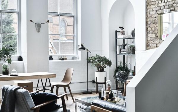 Wohn- und Essbereich mit Küche in einer Etagenwohnung