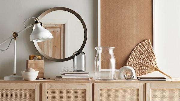 Wystrój salonu, czyli jakie ozdoby i dodatki do pokoju dziennego wybrać?