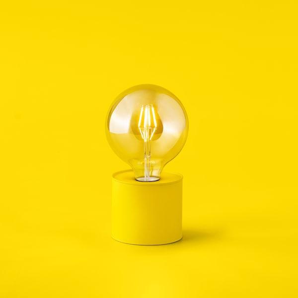 Žárovka v podstavci, symbolizující slevy u partnerů.