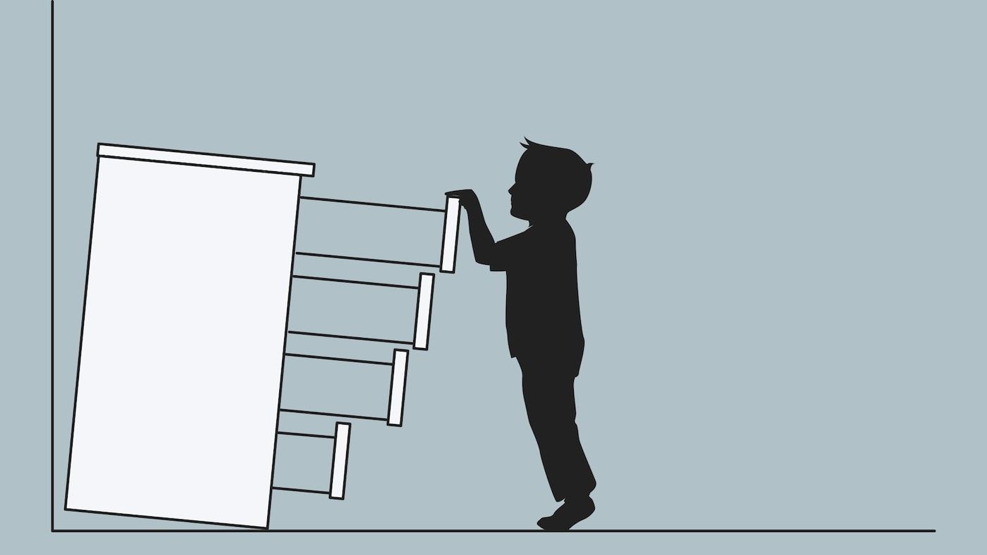 Zeichnung einer ungesicherten Kommode, die auf ein Kind zukippt, das alle Schubladen ausgezogen hat.