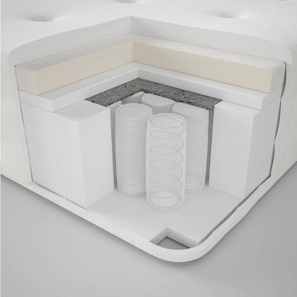 Жесткий матрас с пружинным карманного типа и комфортным слоем из пенополиуретана с эффектом памяти.
