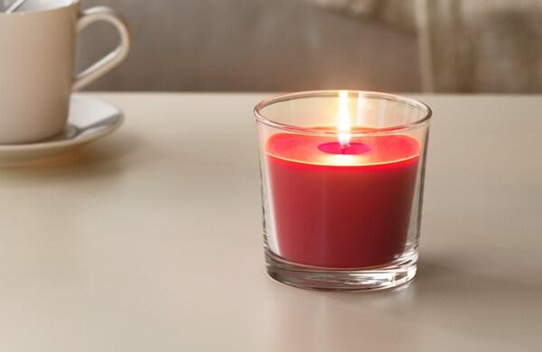 Зимняя коллекция свеча красная