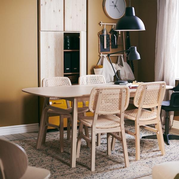 Zobacz dom o minimalistycznym wystroju, przygotowany dla świadomej rodziny z noworodkiem.