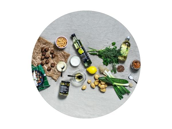 Zöldségek és IKEA élelmiszerek felülről fotózva.