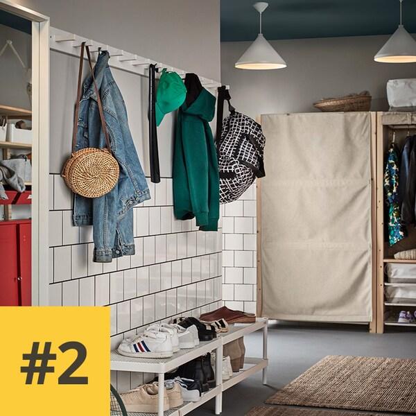 Zone d'entrée avec stockage de vêtements et de chaussures