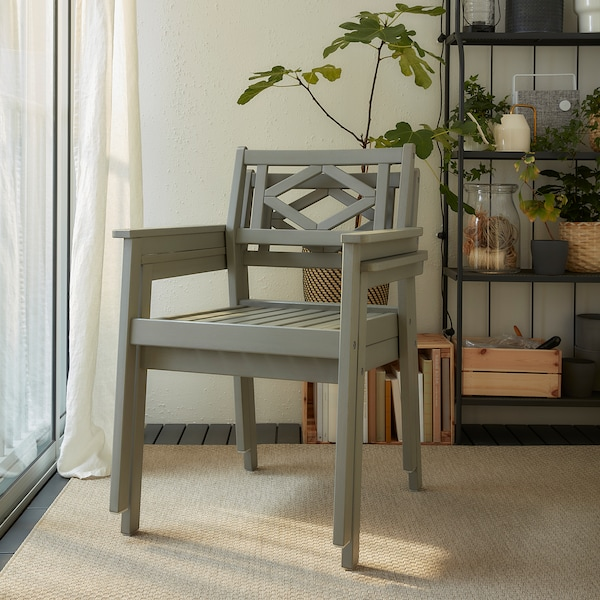 BONDHOLMEN Table+2 chairs w armrests, outdoor, grey stained/Frösön/Duvholmen beige