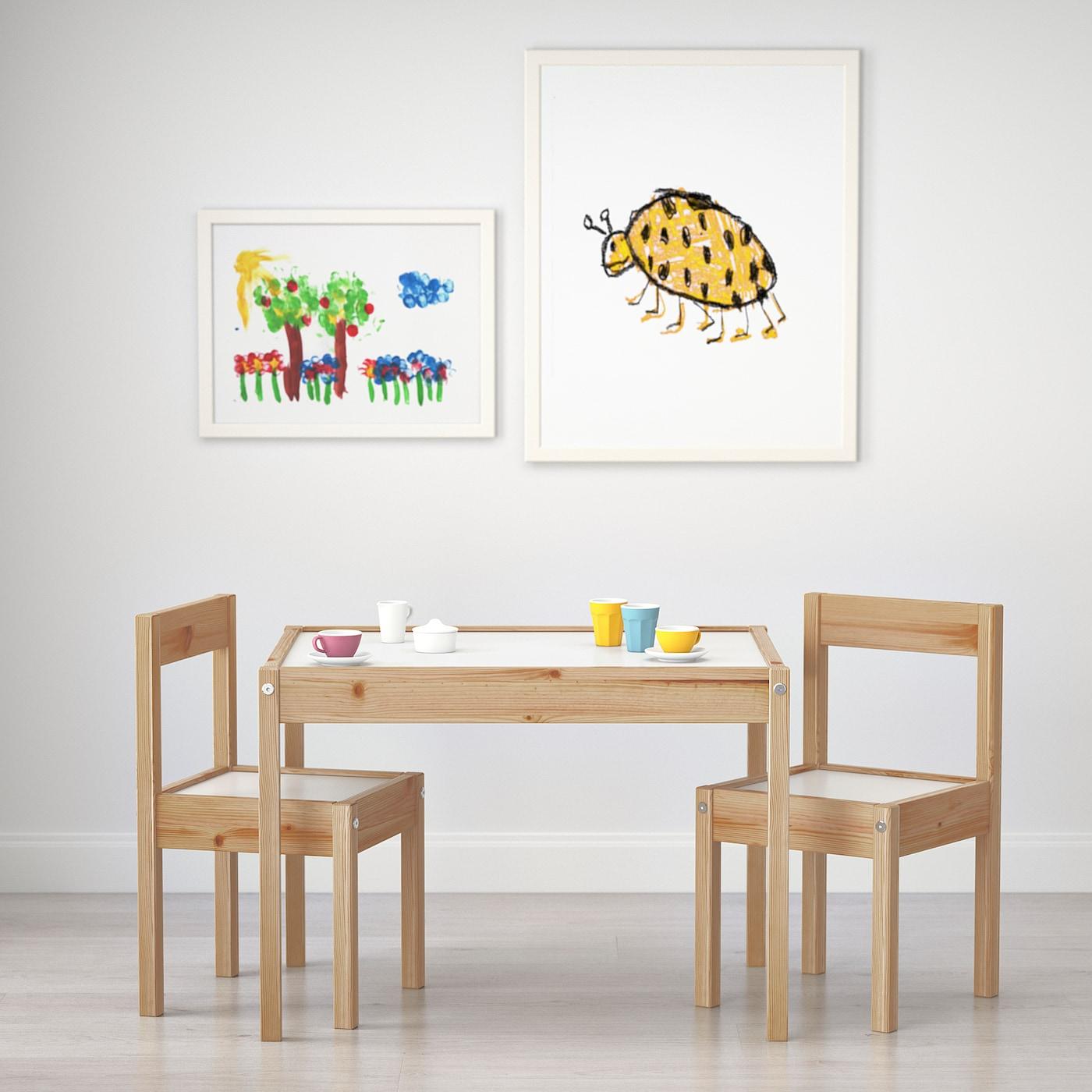 Amici Tavolo per Bambini e 1 Sedia Ikea LATT in Legno con Incisione a Righe Arcobaleno Stampate Ragazze Ragazzi e Famiglia MakeThisMine Set da scrivania per Bambini