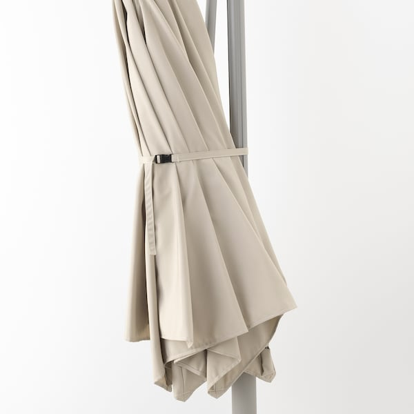 OXNÖ / LINDÖJA Ombrellone a sospensione con base, beige/Svartö grigio scuro, 300 cm