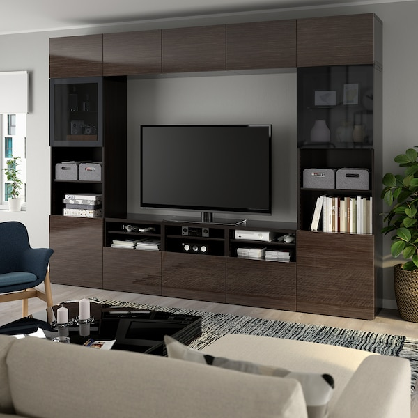 BESTÅ تشكيلة تخزين تلفزيون/أبواب زجاجية, أسود-بني/Selsviken لامع/زجاج دخاني بني, 300x40x230 سم