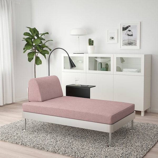 DELAKTIG Chaise longue w side table and lamp, Gunnared light brown-pink