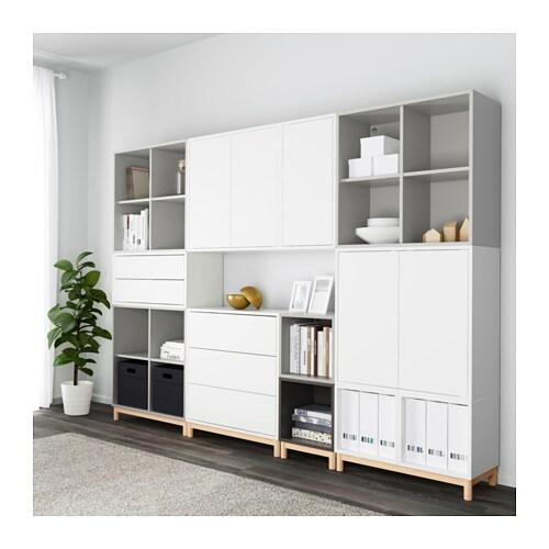 EKET キャビネットコンビネーション 脚付き IKEA オープン収納と目隠し収納の組み合わせ。お気に入りのアイテムをディスプレイしたり、見られたくないものを扉の奥に収納したりできます