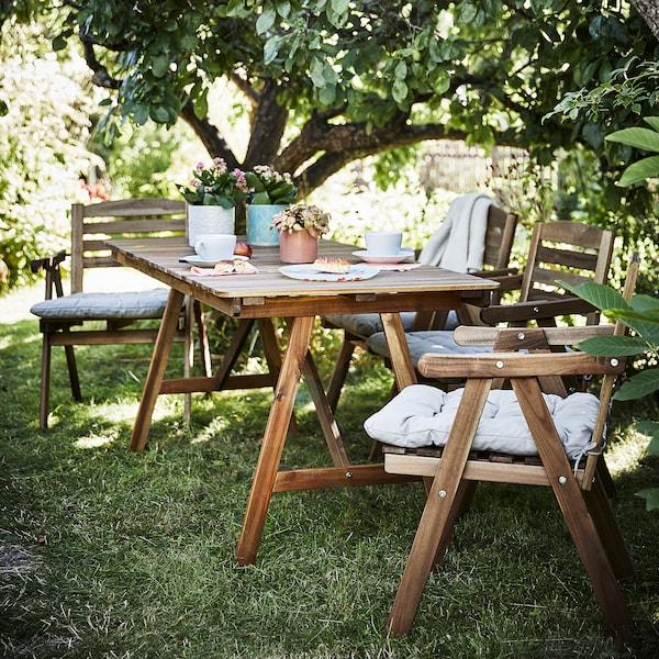 FALHOLMEN ファルホルメン テーブル+チェア アームレスト付き4脚、屋外用, ライトブラウンステイン/クッダルナ グレー