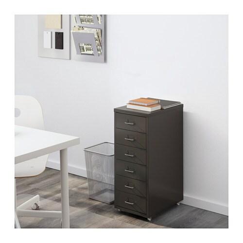 HELMER 引き出しユニット キャスター付き IKEA それぞれの引き出しのラベルに中身を書いておけば、整理整頓や探し物の際に便利です 引き出しには抜け落ち防止のストッパーが付いています キャスター付きなので移動が簡単です