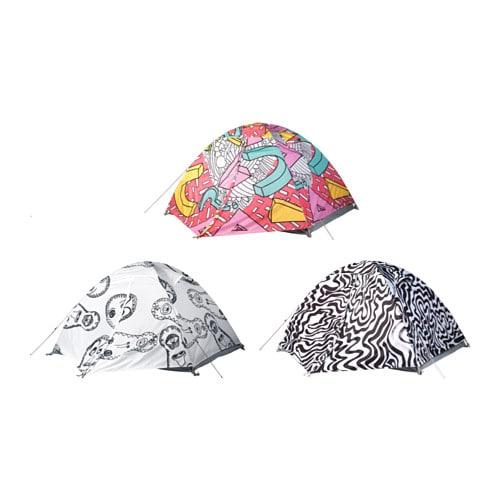 SPRIDD 2人用キャンプテント IKEA 小型で軽量のテント。専用バッグには持ち手が2本付いているので持ち運びが簡単です インナーテントの入り口の扉は2層になっています。内側は空気を通すネット素材で蚊の侵入を防ぎます。外側は雨や風を防ぐ素材です