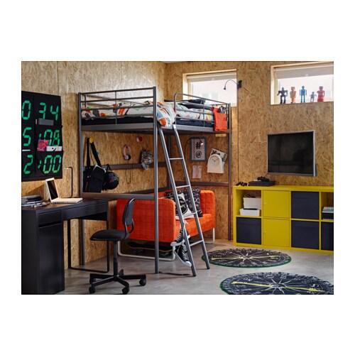 SVÄRTA ロフトベッドフレーム IKEA 別売りのSVÄRTA/スヴェルタデスクトップを取り付ければ、ベッド下のスペースを作業スペースや学習スペースに活用できます はしごはベッド側面の左右どちら側にも取り付けられます