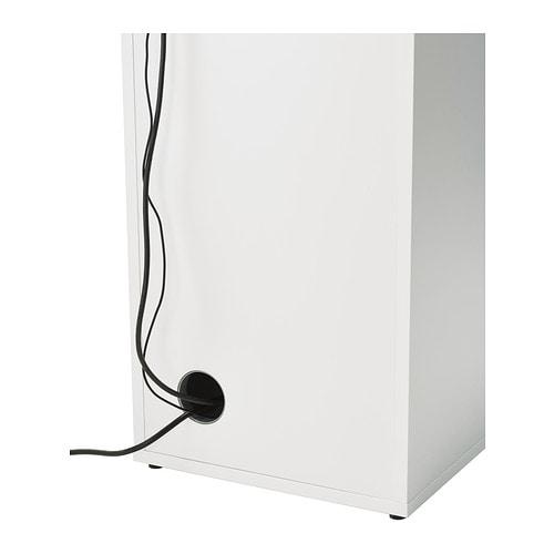 ALEX 알렉스 수납유닛 IKEA 뒷면을 마감처리하여 어디에나 놓을 수 있습니다. 전선인출구가 있어서 깔끔하게 정리할 수 있습니다. 선반의 높이를 조절하고 뺄 수 있어서 다양한 크기의 물건을 수납할 수 있습니다.