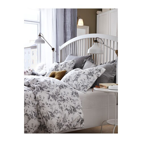 ALVINE KVIST 알비네 크비스트 이불커버+베개커버 IKEA 면 퍼케일 제품으로 가는 실을 촘촘하게 짜서 피부에 닿는 느낌이 시원하고 상쾌합니다. 가는 실로 촘촘하게 짠 침구로 부드럽고 내구성이 뛰어납니다. 단추를 끼우면 이불이 빠져나오지 않습니다.