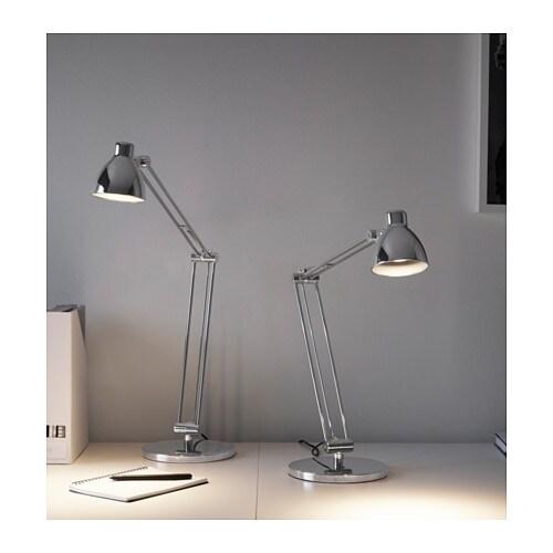 ANTIFONI 안티포니 작업등 IKEA 조명의 각도를 자유롭게 조절하여 원하는 곳에 빛을 비출 수 있습니다. 독서등으로 사용해보세요.