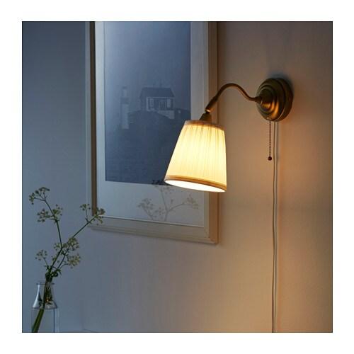 ÅRSTID 오르스티드 벽부착등 IKEA 텍스타일 전등갓으로 은은하고 아름다운 조명효과를 느낄 수 있습니다. 방향과 각도 조절이 자유로워서 원하는 곳에 쉽게 빛을 비출 수 있습니다. 독서등이나 상향등으로 사용할 수 있고 원하는 곳 어디에든 빛을 비출 수 있습니다.