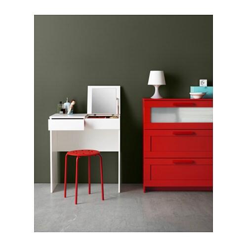 BRIMNES 브림네스 화장대 IKEA 수납공간에 거울이 내장되어 있어서 액세서리나 화장품 등을 넣어두면 좋습니다. 서랍에 스톱 기능이 있어서 안전하게 열 수 있습니다.