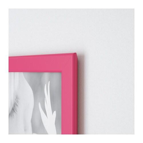 FISKBO 피스크보 액자 IKEA 벽에 걸 수도 있고 바닥에 세울 수도 있으며 공간에 맞게 방향을 바꿀 수 있습니다. 플라스틱 소재의 전면 보호필름을 사용하여 안전합니다.