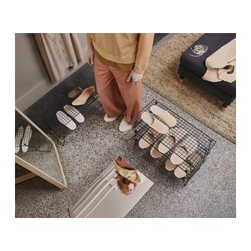 GREJIG 그레이그 신발장 IKEA 현관 옆에 있는 운동화도 옷장 속의 비싼 구두도 모두 잘 어울리는 제품입니다. 접이식이라 신발장에 여러 개 보관해두면 손님이 왔을 때 유용합니다. 3켤레를 보관할 수 있는 신발장으로 3개까지 쌓아올릴 수 있습니다.