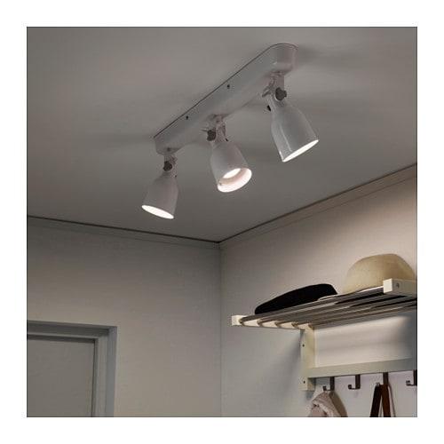 HEKTAR 헥타르 천장트랙조명3등 IKEA 스폿등을 각각 조절하여 서로 다른 방향을 비출 수도 있습니다.