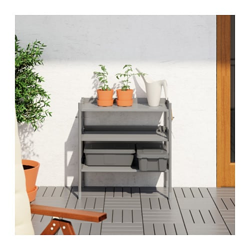 HINDÖ 힌되 실내외선반유닛 IKEA 다리받침의 높이를 조절할 수 있어서 고르지 않은 바닥에도 안정적으로 세울 수 있습니다. 용도에 맞게 선반의 높이를 조절할 수 있습니다.