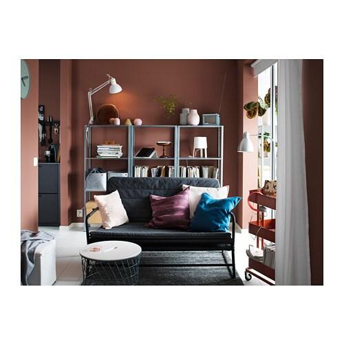 HYLLIS 휠리스 선반유닛 IKEA 실내외 어디에서나 사용할 수 있습니다. 제품구성에 포함된 플라스틱 다리받침을 사용하면 바닥에 흠집이 생기지 않습니다.