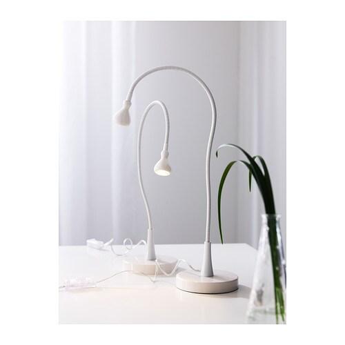 JANSJÖ 얀셰 LED작업등 IKEA 조명의 각도를 자유롭게 조절하여 원하는 곳에 빛을 비출 수 있습니다. LED등은 백열등보다 에너지 소비량이 최대 85%가 낮고 수명은 20배나 깁니다.