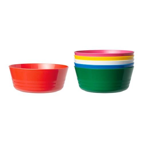 KALAS 칼라스 그릇 IKEA 알록달록한 색감이 예쁘고 충격이나 긁힘에 강하며 손으로 쥐기 편한 구조입니다. 스스로 먹는 법을 열심히 익히려다 음식을 떨어뜨리고 쏟으며 어지르기 일쑤인 어린아이들이 사용하기 좋은 제품입니다.